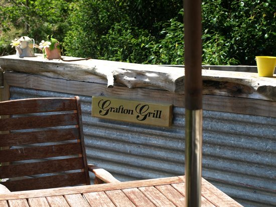 Grafton Cottage and Chalets: BBQ Area forYou