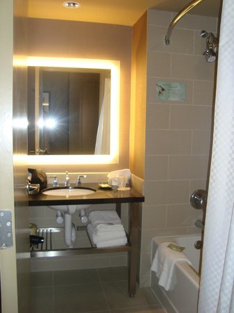 Westin Annapolis: bathroom
