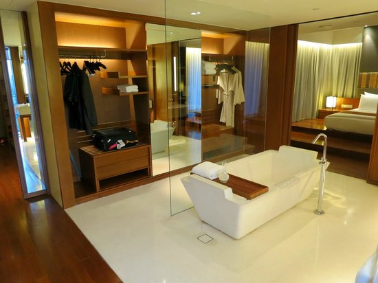 Hansar Bangkok: enough wardrobe space