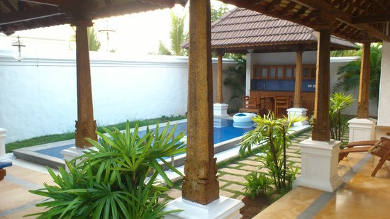 Pool side villa picture of le pondy pondicherry tripadvisor for Villas in pondicherry with swimming pool