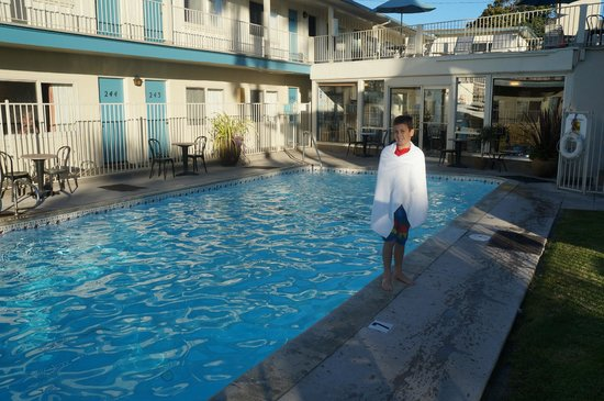 Cabrillo Inn at the Beach : A January Swim