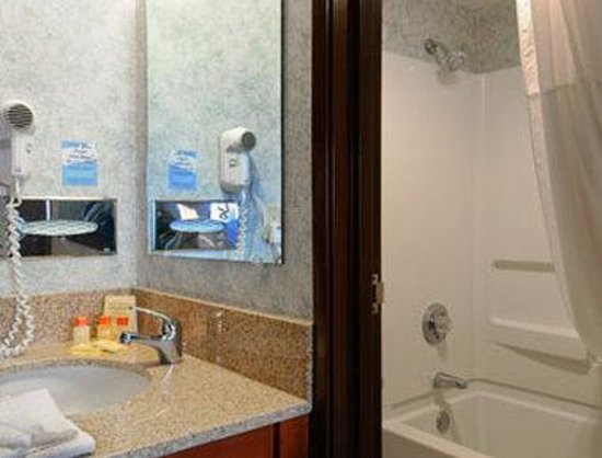Days Inn Rockford : Bathroom 