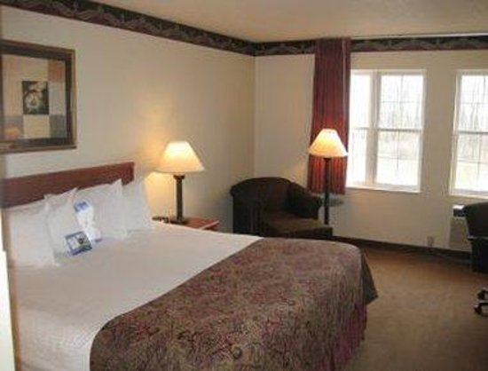 Baymont Inn and Suites Milwaukee/Grafton: King Bed Room