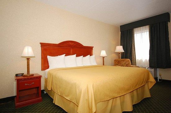 BEST WESTERN Hospitality Hotel & Suites: King Room with Microwave, Fridge, and Coffee Pot
