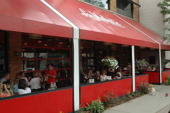 Lou Malnati s Pizzeria has stayed true to the original Chicago-style deep dish pizza recipe that Rudy Malnati helped create at Chicago's first deep dish pizzeria in The pizzeria says what distinguishes Lou Malnati s pizzas is the secret recipe for its flaky, buttery crust, sausage blend and tomato sauce.8/10().