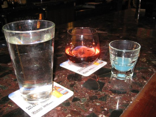 Columbia Heights, Minnesota: Fun drinks, wine tonight got to try the blue one