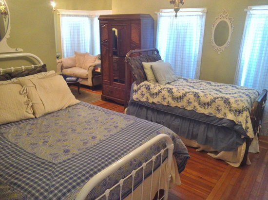 Naomi's Inn B&B: New Vintage Queen & Twin