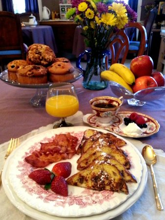 Naomi's Inn B&B: Breakfast
