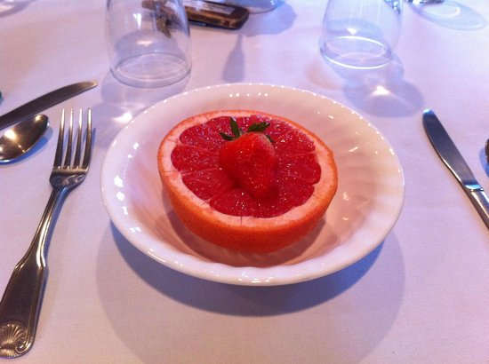 Green Gate Village Historic Inn :                   Every breakfast starts with some kind of fruit
