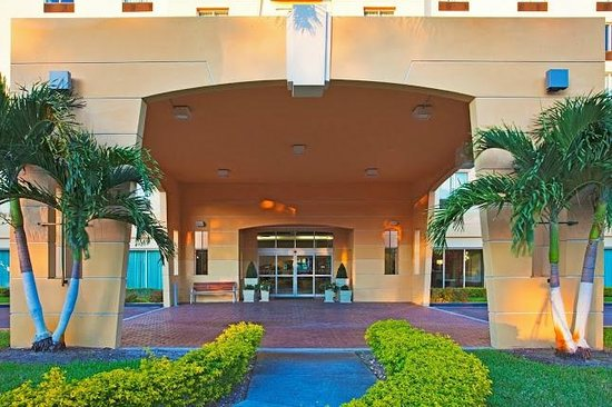 Holiday Inn Miami - Doral Area : Front of Hotel