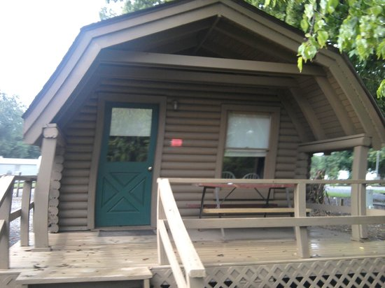 Riverside RV Park &amp; Resort: Porch on Standard Cabin that Faces River
