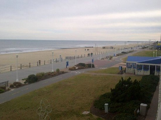 BEST WESTERN PLUS Oceanfront Virginia Beach:                   View from our room during the day