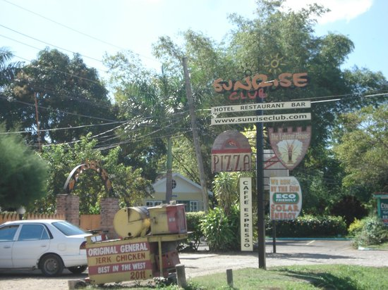 The entrance to Sunrise Club