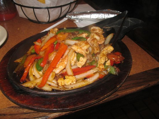 Hilliard, OH: Lunada's Fajitas with chicken, shrimp & steak