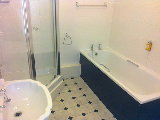 The Ripon Spa Hotel:                   En suite Bathroom