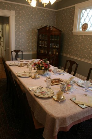 Amelia Payson House:                   Lovely breakfast room set with good china