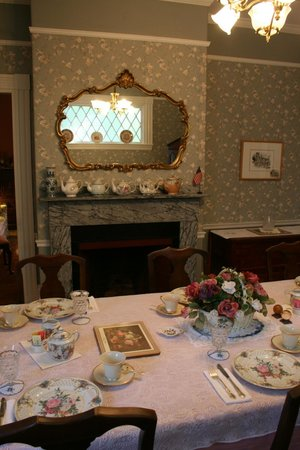 Amelia Payson House:                   Another tea-pot collector!