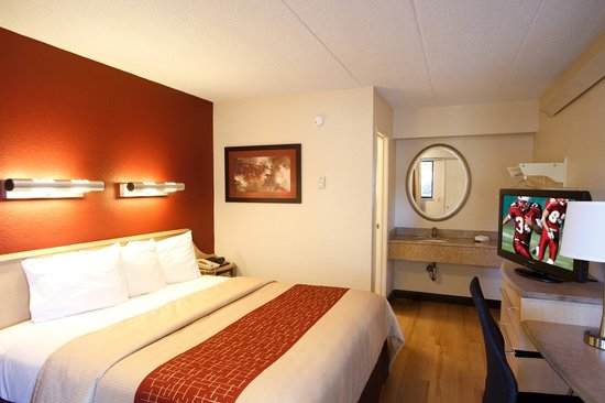 Red Roof Inn - Akron: Standard King Room