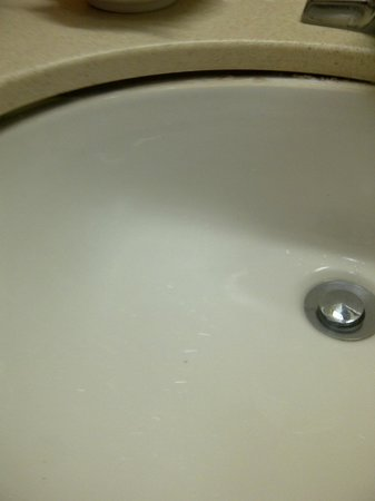 Hampton Inn &amp; Suites Lafayette :                   Sink falling away from counter top