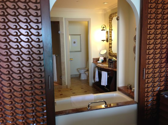 Atlantis, The Palm:                   Imperial Club Bathroom