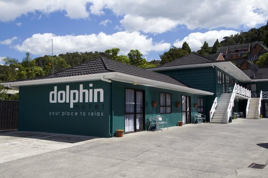 Dolphin Motel: Motel from Outside