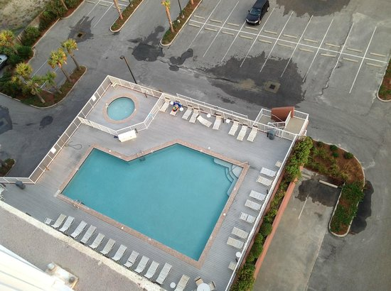 Sanibel Gulf Shores:                   pool area from #1201