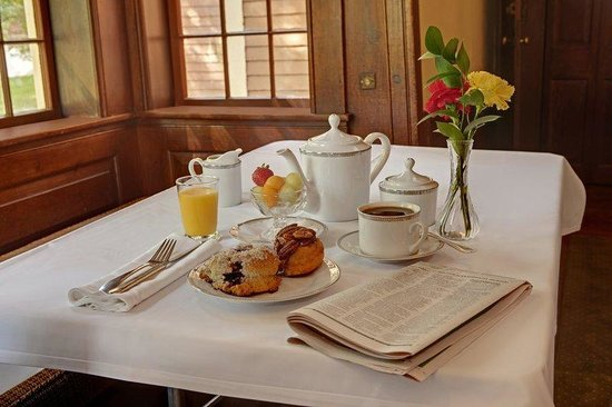 The Wayside Carriage House Inn: Breakfast