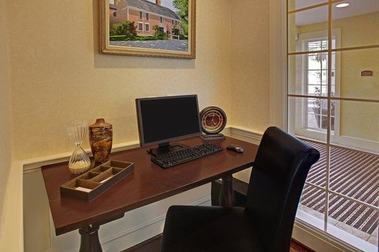 The Wayside Carriage House Inn: Business Center