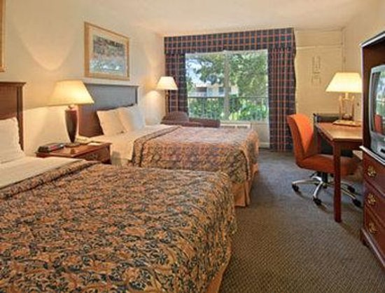 Days Inn Baton Rouge/Siegen Lane: Standard Two Double Bed Room