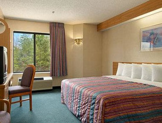 Days Inn Yadkinville, NC: Standard One King Bed Room