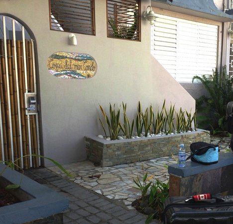 Coqui del Mar Guest House:                   Front Entrance gate daytime