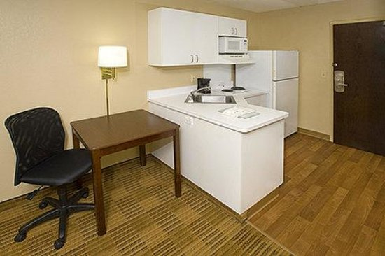Extended Stay America - San Diego - Mission Valley : Fully-Equipped Kitchens 