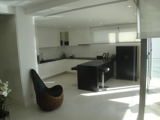 BYD Lofts Boutique Hotel & Serviced Apartments:                   Kitchen/dining area