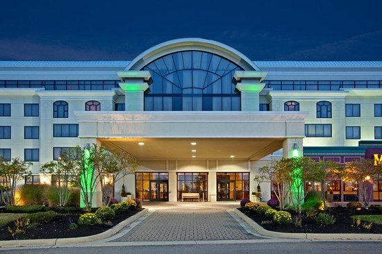 Wilmington, OH: Hotel Exterior Entrance