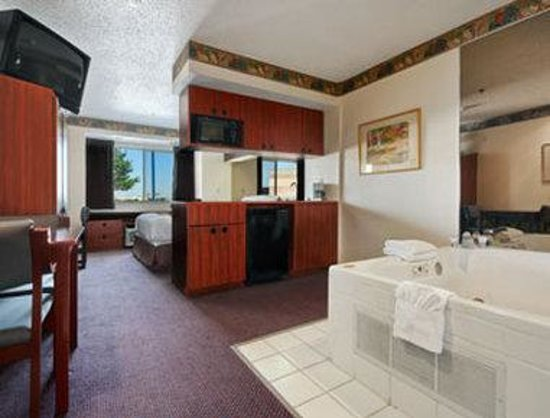 Microtel Inn & Suites by Wyndham Irving/DFW Airport/Beltline: Jacuzzi Suite