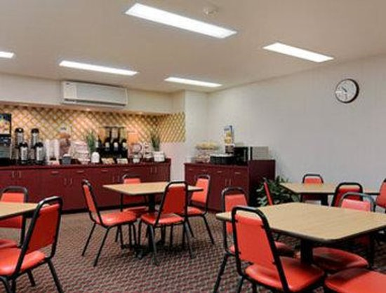 Microtel Inn & Suites by Wyndham Seneca Falls: Breakfast Area