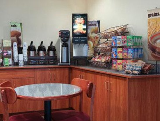 Microtel Inn & Suites by Wyndham Bristol: Breakfast Area