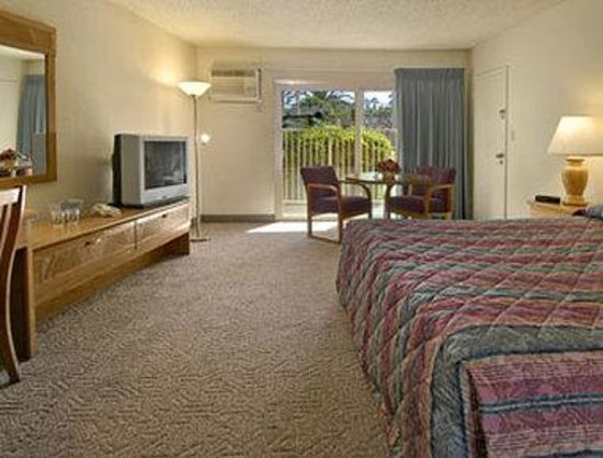 Super 8 Long Beach: Mini Suite