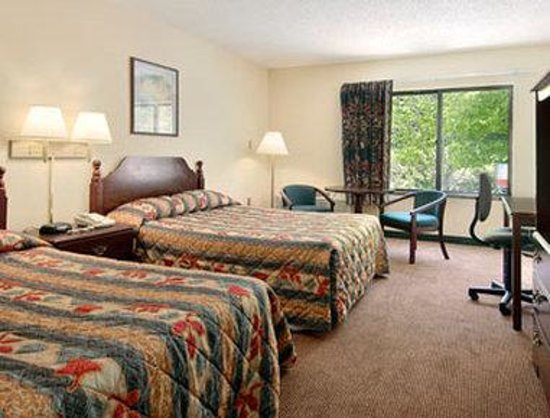 Super 8 Boone: Standard Two Double Bed Room
