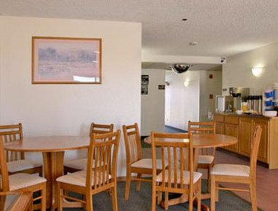 Super 8 Kingman: Breakfast Area