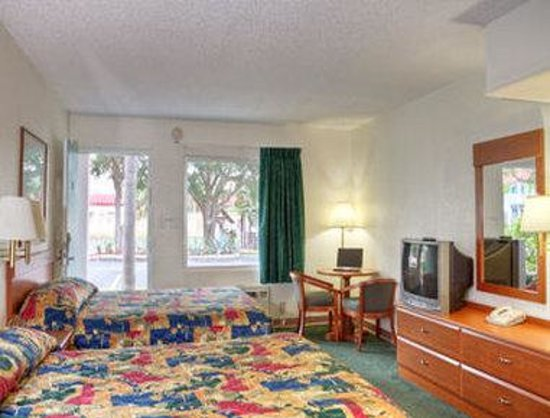 Super 8 Sarasota: Two Bed Room