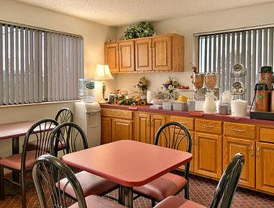 Super 8 Motel Waynesboro: Breakfast Area