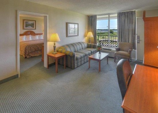 Quality Inn & Suites Georgetown: Suite