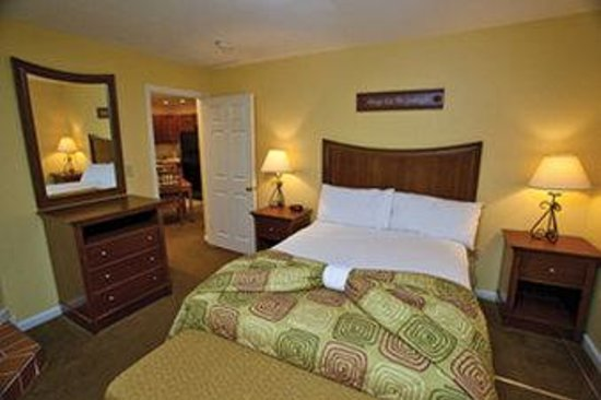 Crotched Mountain Resort &amp; Spa: Two Bedroom Suite