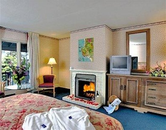 Dolphin Inn: Guest Fireplace Room