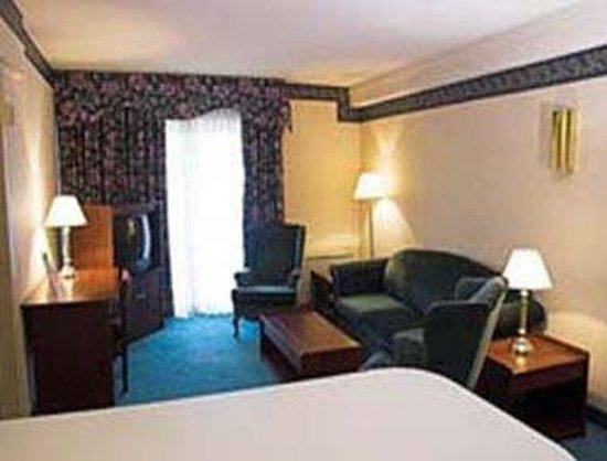 Howard Johnson Inn & Suites - Toronto East: One Bedroom Suite