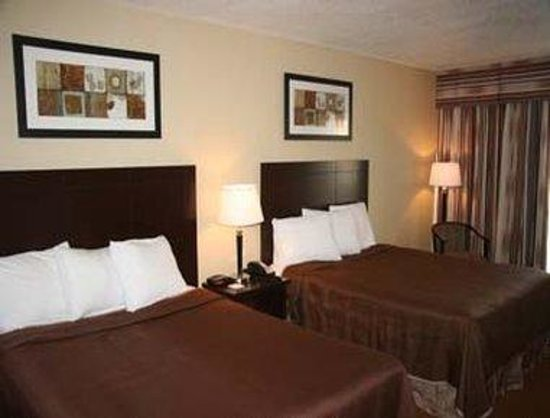 Howard Johnson Inn & Suites - Toronto East: Newly Renovated Guest Room