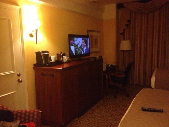 InterContinental New York Barclay:                   The tv