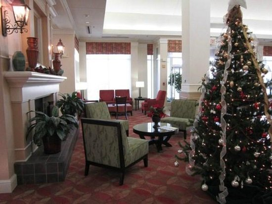 Hilton Garden Inn Tulsa Airport: lobby/dining