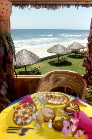 Villas El Rancho Green Resort: Restaurant Ocean View